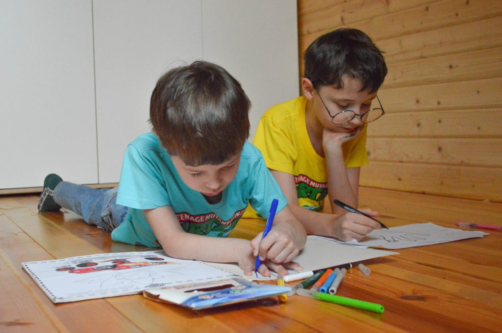 2 White boys coloring-5017865_1920